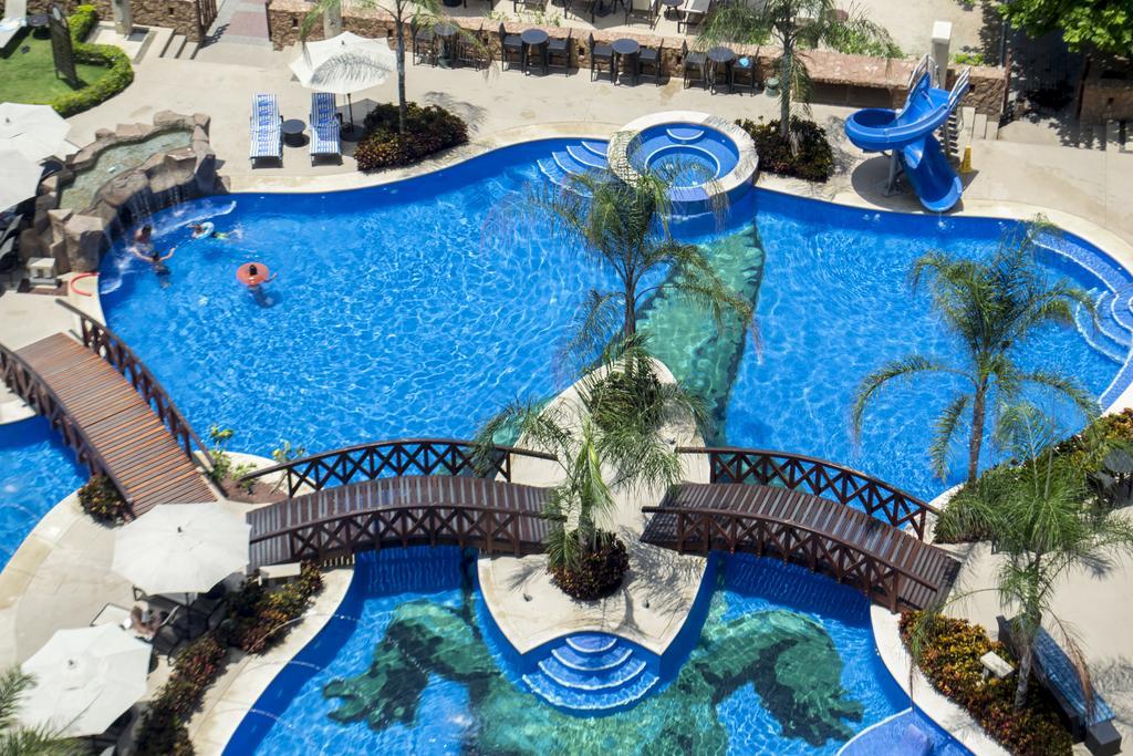 Hotel Crocs Resort and Casino 2